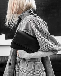 Discover THE MINT BOOK, a directory with vegan fashion brands of clothing, footwear and accessories for women, men, kids & babies from all the world. Fashion Details, Fashion Design, Fashion Trends, Best Street Style, Look 2018, Beige Outfit, Vegan Fashion, Tartan, Tweed