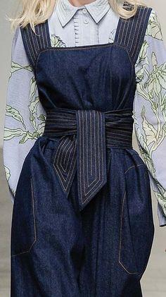 Denim jumper and blouse – *SO* cute! Fashion Mode, Denim Fashion, Womens Fashion, Fashion Trends, Jeans Recycling, Estilo Jeans, Denim Ideas, Jeans Rock, Best Jeans