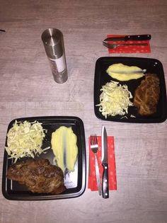 Χοιρινές μπριζόλες λαιμού στη γάστρα πεντανόστιμες και πενταζουμερές Beef, Recipes, Food, Meat, Meal, Eten, Recipies, Meals, Ox