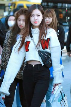Over 86 hot photos from ROSE Blackpink – Jennie Blackpink Fashion, Daily Fashion, Korean Fashion, Blackpink Outfits, Fashion Outfits, Kpop Mode, Mode Rose, K Pop, 168