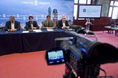 Los medios de comunicación, atentos a las explicaciones sobre las #nuevasguaguas de Titsa