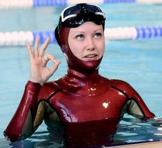 Women's Diving, Scuba Diving Gear, Diving Wetsuits, Scuba Girl, Womens Wetsuit, Female Pictures, Leather Shorts, Stay Fit, Latex Costumes