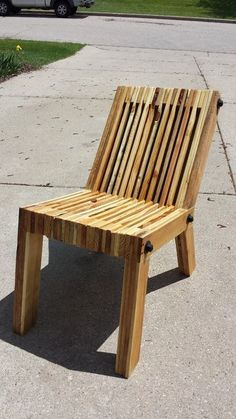 DIY Reclined Pallet Wood Chair