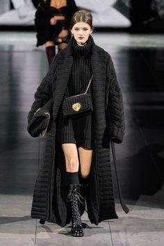 Dolce & Gabbana Fall 2020 Ready-to-Wear Collection - Vogue Knitwear Fashion, Knit Fashion, Fashion Week, Fashion 2020, Runway Fashion, Fashion Brands, Fashion Outfits, Fashion Clothes, Dolce & Gabbana