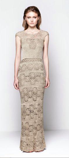 Gorgeous crochet maxi dress….. Crochetemoda: Giovana Dias