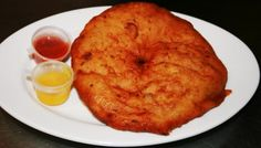 Bara is een overheerlijk hartig Surinaams Hindoestaanse snack, het lijkt op een donut. De Surinaamse bara is gemaakt van deeg, urdi en tayerblad. Bara is een onmisbare snack bij Surinaamse Hindoestaanse feesten. Bara is best moeilijk te maken en...