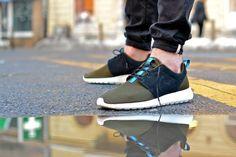 Nike Rosherun - Dark Loden/Black-Dark Loden-Medium Turquoise Via: Tenisufki.eu