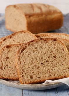 Kneippbrød er mest kjent i de skandinaviske landene. Bare i Norge ble det solgt over 60 millioner kneippbrød i 2006. Brødet er uten hele korn og er et typisk familiebrød som alle liker – SE OPPSKRIFTEN!