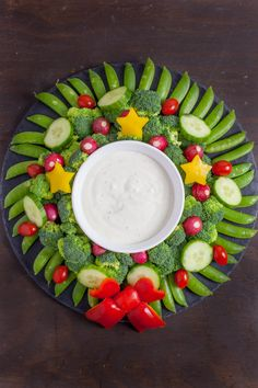 This veggie wreath is a festive way to dress up your holiday appetizer. It& almost too pretty to eat, but it& be gone in a flash. Christmas Tree Veggie Tray, Christmas Party Food, Christmas Dishes, Christmas Brunch, Xmas Food, Christmas Apps, Turkey Veggie Tray, Veggie Platters, Christmas Appetizers