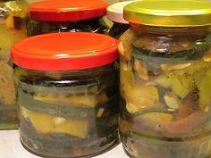 Zavařujeme (sterilujeme), nakládáme zeleninu - ty nejlepší recepty na zpracování zeleniny na jednom místě! | ReceptyOnLine.cz - kuchařka, recepty a inspirace Pickles, Cucumber, Mason Jars, Food, Essen, Mason Jar, Meals, Pickle, Yemek