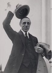 D.W.Griffith (1875-1948) Akademi Ödülü sahibi, ABD'li film yönetmenidir. Cinema, Film, Father, Google, Movie, Pai, Movies, Film Stock, Films