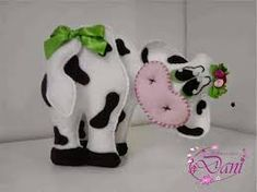 Resultado de imagem para molde de caracol em tecido Deer Ornament, Felt Ornaments, Elephant Nursery Wall Decor, Cow Craft, Sewing Crafts, Sewing Projects, Felt Crafts Patterns, Baby Applique, Diy Crafts For Girls