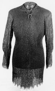 European riveted mail hauberk, 15th century, round wire with alternating solid and riveted links, most likely wedge rivets, KHM Hofjagd-und Rustkammer - Armeria / Kunsthistorisches Museum (Vienna). A75