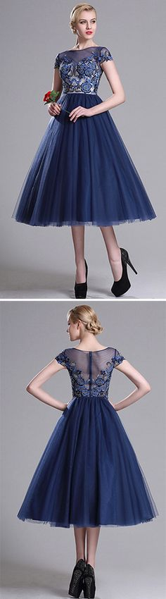 From the embroidered lace bodice to the under-the-knee skirt, this tulle and lace combined cocktail dress is the perfect mix of classic and unexpected, and a romantic choice for your date and paty.