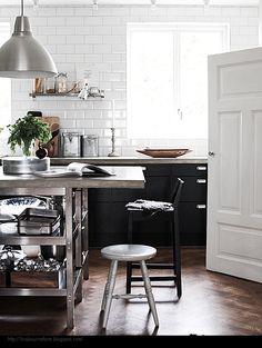 island - kitchen  http://reneefinberg.blogspot.com/