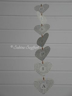 Girlande aus Buchseiten / Garland made from the pages of an old book