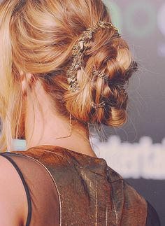 Jennifer Lawrence's hair at the Hunger Games world premiere