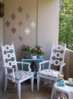 Brilliant Ways To Brighten Up A Small Balcony - Easy And Affordable Designs Patio Balcony Ideas, Porch And Balcony, Outdoor Balcony, Outdoor Chairs, Outdoor Furniture Sets, Outdoor Decor, Balcony Gardening, Balcony Decoration, Small Outdoor Patios
