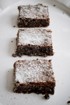 London Bakes | flourless coconut brownies