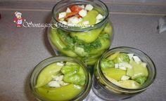 Υλικά 5 πράσινες μικρές ντομάτες 7-10 μικρές πιπεριές για τηγάνι 1-2 καυτερές πιπεριές 2 καρότα ψιλοκομμένα 1 κόκκινη πιπεριά κομμένη σε χοντρά κομμάτια 1/2 κουταλιά της σούπας σέλινο ψιλοκομμένο 1 σκελίδα σκόρδο ψιλοκομμένη 1 φλιτζανάκι του καφέ ξύδι 1 φλιτζανάκι του καφέ σπορέλαιο 1 κοφτό κουταλάκι του γλυκού αλάτι 1/2 κοφτό κουταλάκι του γλυκού ξινό 1 βάζο των 700 ml Greek Cooking, Greek Recipes, Pickles, Cucumber, Cooking Recipes, Gluten, Canning, Food, Kitchen
