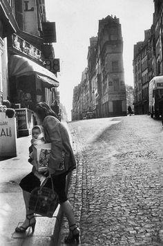 tamburina:  Henri Cartier-Bresson, Rue de Cléry, Paris, 1952