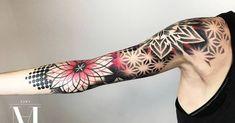 Feminine tattoo sleeves, different tattoos, love tattoos, weird tattoos, tr Feminine Tattoo Sleeves, Feminine Tattoos, Trendy Tattoos, Black Tattoos, Tattoos For Guys, Cool Tattoos, Bild Tattoos, Neue Tattoos, Music Tattoos