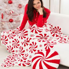 Crochet thisPeppermint Throw and Pillow and be warm and festive this holiday  | Red Heart