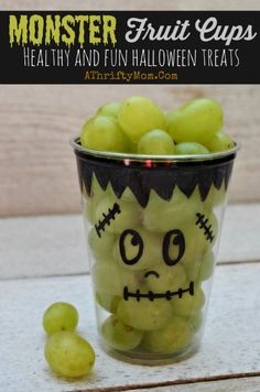 Healthy Halloween treat ideas, Monster Fruit Cups, school party ideas, Healthy but Fun Halloween recipe ideas for parties Monster Fruit Cups ~ Fast and Easy Healthy Halloween Treats. Make ahead of time for easy prep and less stress. Healthy and fun. Bolo Halloween, Dessert Halloween, Healthy Halloween Treats, Halloween Food For Party, Holiday Treats, Halloween Fruit Salad, Halloween Kid Games, Halloween Decorations, Halloween Treats For Kids