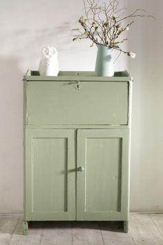Leuke brocante kast in oud groen Leuk in de keuken of