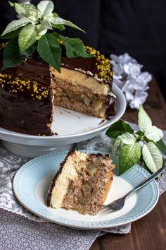 Marzipanmousse,Walnussbiskuit,Winterbirnen. Alles zusammen ergibt eine leckere Wintertorte.Walnuss-Birnen Torte mit Marzipanmousse. Eine aussergewöhnliche Torte zur weihnachtlichen Resteverwertung.