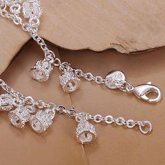 Tại sao nên đeo trang sức bạc? Theo kinh nghiệm dân gian, việc đeo trang sức bạc không chỉ làm đẹp mà còn có thể trị phong hàn, ngăn gió độc, ngoài ra tác dụng của bạc không chỉ dừng ở đó. tác dụng của trang sức bạc như thế nào?