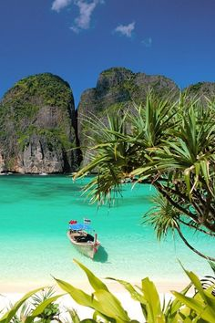 15 Hidden Beaches Around The World You Must Check Out Whether it's adventure or sunbathing, it's got to be #MayaBay Koh #PhiPhi, Thailand. P.S. Seize the moment! http://phi-phi.com