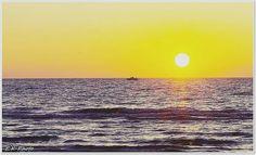 Scattata con Canon eos 1200D reflex Obbiettivo Canon (con stablizzatore) 18-55mm   #tramonto #bellissimo #mare #barchetta #meraviglia #natura #photografy #canon #eos #1200D #photos #beach #sea