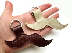 TO DIY OR NOT TO DIY: PORTA-CHAVES-BIGODE / MOUSTACHE KEYCHAIN