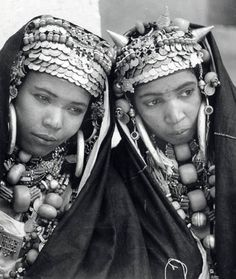 Africa | Smoughen ladies from the Anti-Atlas. Morocco. Femmes Berberes en costume de fête.  | ©  Jean Besancenot, ca 1934/5