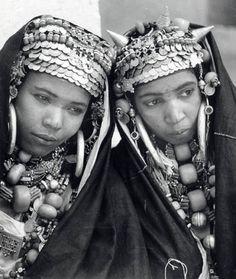 Africa | Smoughen ladies from the Anti-Atlas. Morocco. Femmes Berberes en costume de fête.  | ©  Jean Besancenot, ca 1934/5