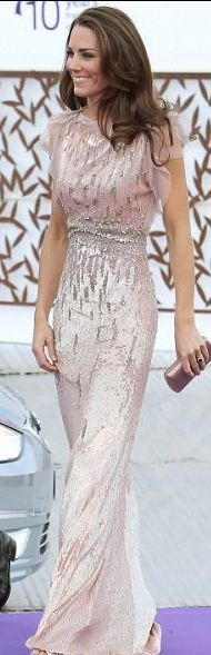 Stunning dress. I want to be her friend. Is that weird?