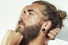 Man buns are taking over the world. You love them, I love them, we all love them. Enjoy these beautiful men with beautiful (man) buns.