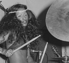 She's the other funky drummer (and every woman, too): Chaka Khan in the Soul Music, Sound Of Music, Music Is Life, Illinois, Black Girls, Black Women, Hip Hop, Chaka Khan, Vintage Black Glamour
