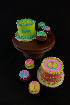 Smash cakes and matching cupcakes