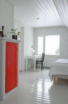 Makuuhuoneen meikkauspiste. Makeup desk in the bedroom. Makeup Desk, Bedroom, Home, Bed Room, Bedrooms, Master Bedrooms, Haus, Homes, Houses