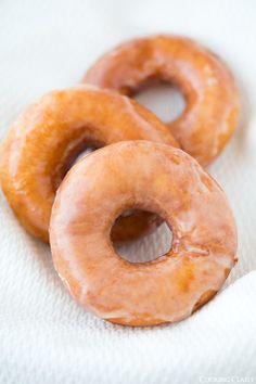 Satisfy frequent krispy kreme donut cravings with this recipe. Especially good for those living in the barren (of krispy kreme) land of the NE. Donut Recipes, Copycat Recipes, Cooking Recipes, Just Desserts, Delicious Desserts, Yummy Food, Think Food, Love Food, Krispy Kreme Doughnut