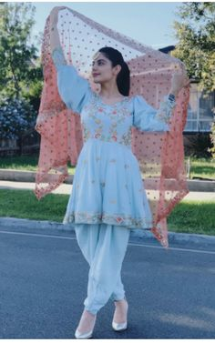 Party Wear Indian Dresses, Designer Party Wear Dresses, Kurti Designs Party Wear, Indian Fashion Dresses, Indian Designer Outfits, Girls Fashion Clothes, Dress Indian Style, Stylish Dresses For Girls, Stylish Dress Designs