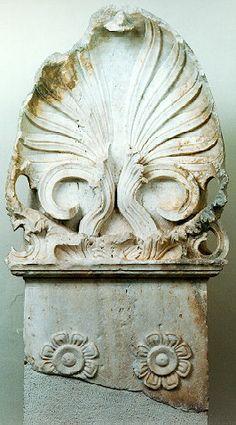 """Een palmet, meervoud: """"palmetten"""", is een ornament in de vorm van gestileerde palmbladeren"""