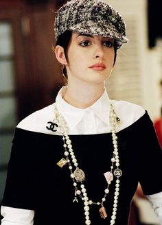 'The Devil Wears Prada' - Anne Hathaway. to die for.one of my fav looks in the movie! love the long layered chanel necklaces Hathaway. to die for.one of my fav looks in the movie! love the long layered chanel necklaces. Chanel Necklace, Chanel Pearls, Chanel Jewelry, Chanel Chanel, Pearl Necklace Outfit, Chanel Bags, Coco Chanel Style, Chanel Clothing, Coco Chanel Fashion