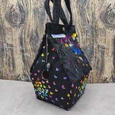 Vlinder thema Vogelhuistas Sockhouse maat, Birdhouse Bag Vogelhuis Breitas/projecttas by FiberRachel on Etsy Yarn Bowl, World Of Color, Knitted Bags, Knit Or Crochet, Birdhouse, Bag Sale, Bucket Bag, My Design, Pouch