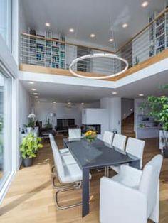 Gemütliche Wohnzimmer Einrichtung   Ideen U0026 Inspiration Mit Holz, Grau,  Dekoration, Große Fenster   Interior Design Wohnzimmer Auf U2026