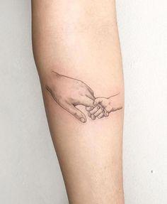 Cute Little Hands Tattoo Mutter Liebe Tattoos Baby Hand Tattoo, Tattoo Mama, Tattoo For Son, Tattoos For Kids, Family Tattoos, Little Tattoos, Tattoos For Women Small, Small Tattoos, Tattoos For Baby Boy