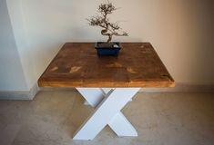 """Presentamos nuestra nueva gama de muebles artesanales de palets. Muebles con un estilo combinado entre lo rústico y lo moderno, con combinación de colores para resaltar las diferentes partes del mueble, en este caso las patas de la mesa en forma de """"X"""" y la parte superior de la mesa con forma de tablero de ajedrez. Furniture, Home Decor, Shape, Rustic Furniture, House Decorations, Chess Boards, Craft Cabinet, Color Coordination, Decoration Home"""