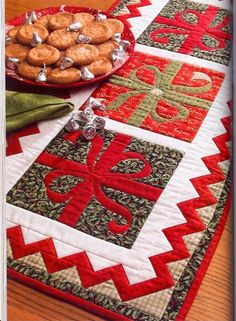 #applique #Christmas #present #quilted table runner by cristina